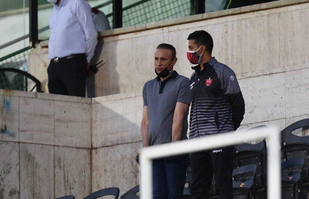 گل محمدی، بازی پرسپولیس و نساجی را از روی سکوها تماشا کرد/ عکس