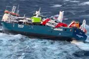 صحنه نجات خدمه کشتی در حال غرق توسط گارد ساحلی نروژ / فیلم