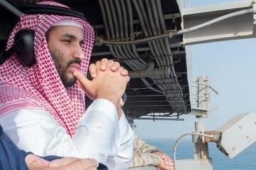آتشزدن عکس ولیعهد عربستان توسط سربازانش / فیلم