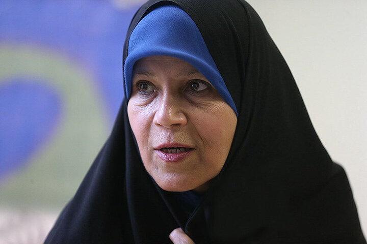 کنایه کیهان به فائزه هاشمی / حال و روز خود را به تمام زنان این سرزمین تعمیم ندهد بهتر است