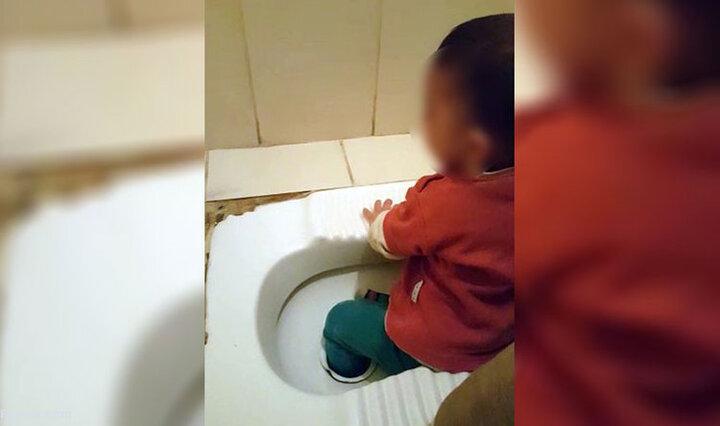 گیرکردن پای بچه در کاسه توالت/ فیلم
