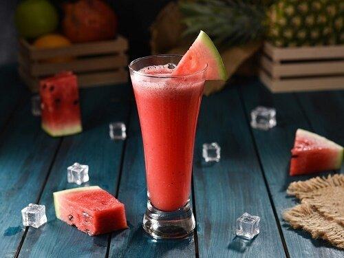 خواص شگفتانگیز آب هندوانه در فصل گرما