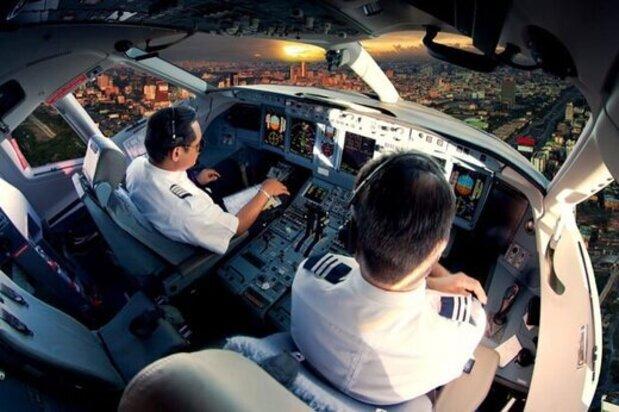 غزل خواندن خلبان خوش ذوق در حین پرواز / فیلم