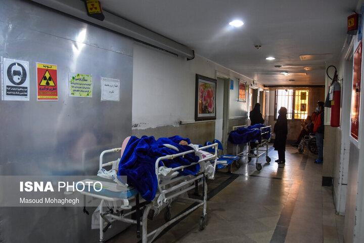 مشکل کمبود تخت برای بیماران کرونایی جدی است/ التماس میکنیم مردم همراهی کنند که شرایط را کنترل کنیم