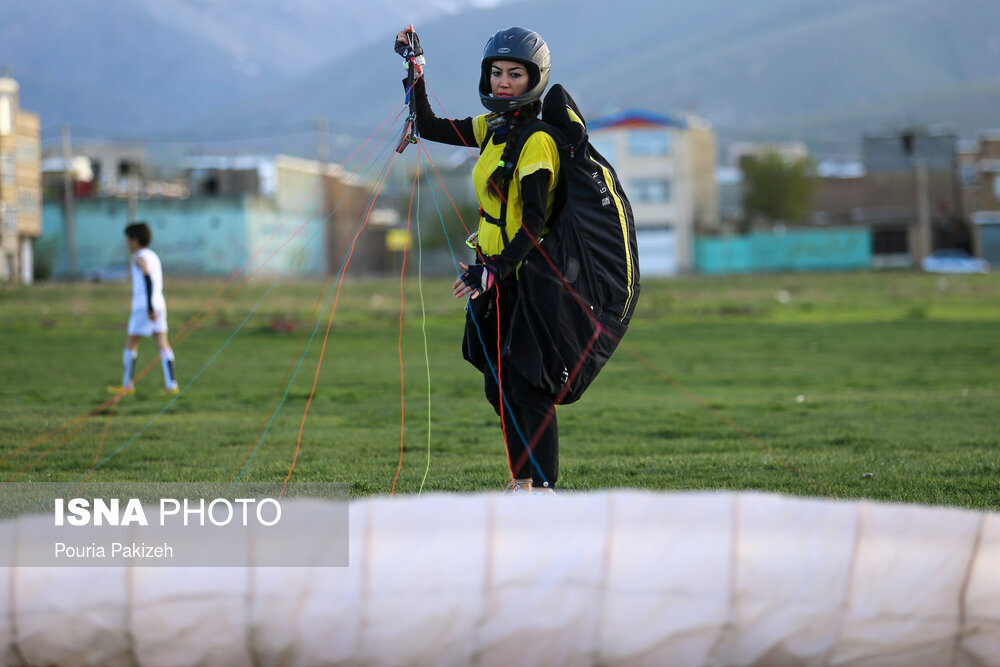 گزارش تصویری از تمرینات پاراگلایدربازان همدانی