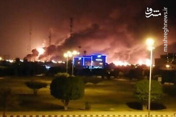 لحظه اصابت موشک به تاسیسات نفتی آرامکو عربستان / فیلم