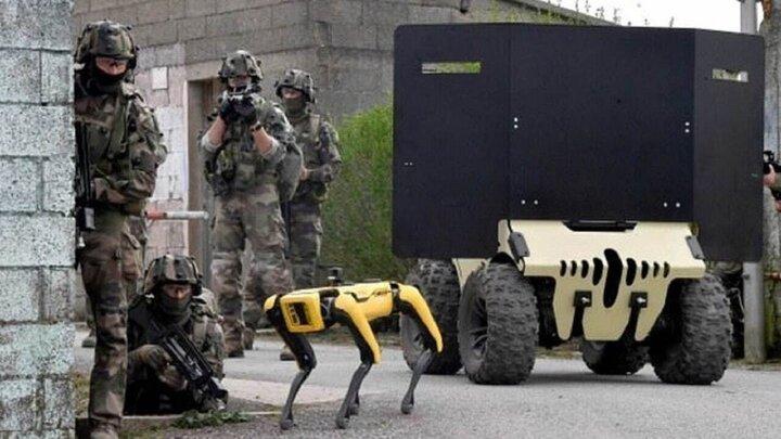مانور ارتش فرانسه به همراه رباتهای جنگی / فیلم