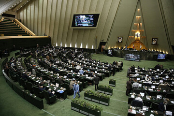 محدود شدن رفت و آمد به مجلس با توجه به افزایش شیوع کرونا