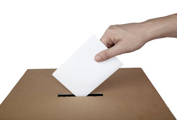 عروس و داماد کرجی پای صندوق رای رفتند / عکس