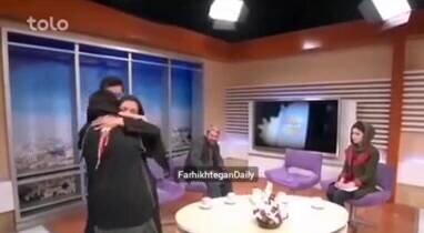 از هوش رفتن مادر، پس از دیدن پسرش در برنامه تلویزیونی افغانستان / فیلم