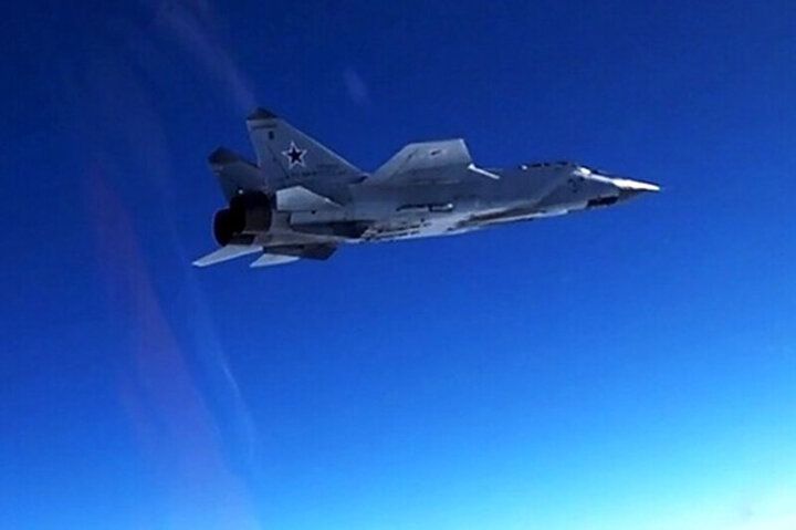 تعقیب هواپیمای جاسوسی آمریکا توسط میگ روسی /فیلم
