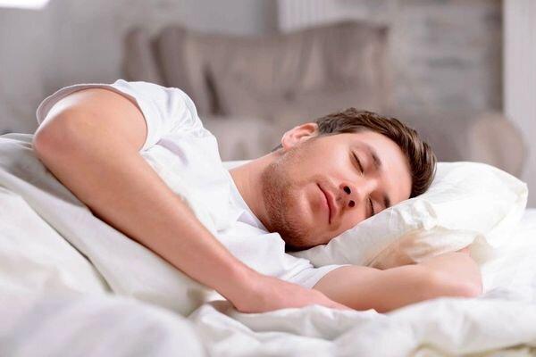خطرات خوابیدن با شکم پُر بعد از خوردن سحری