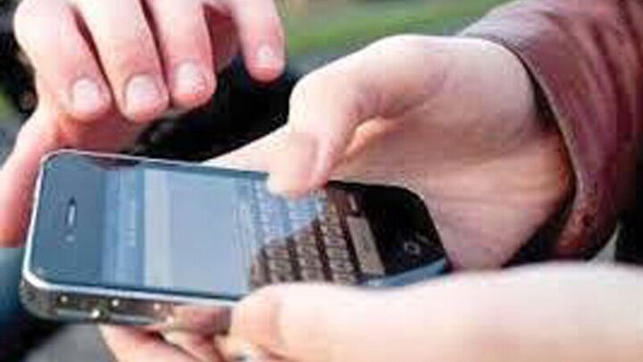سرقت گوشی تلفن همراه در روز روشن توسط سارق جسور / فیلم