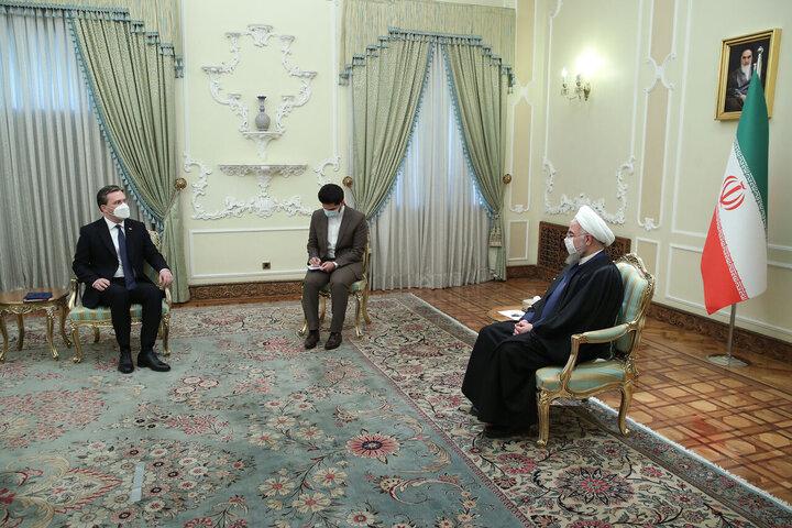 تاکید رییسجمهور بر ضرورت تقویت همکاریهای بینالمللی ایران و صربستان