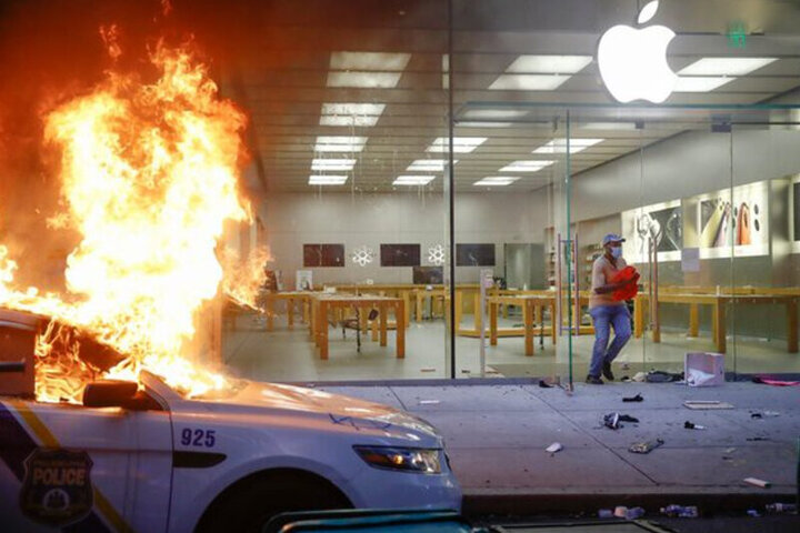 آتش سوزی وحشتناک فروشگاه اپل در آمریکا / فیلم