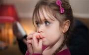 دلیل ناخن جویدن کودکان چیست؟ | چگونه مانع ناخن جویدن در کودک شویم؟