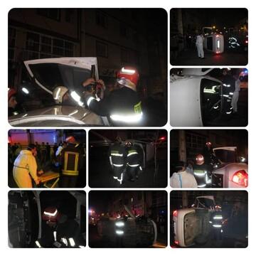 حادثه عجیب رانندگی در رشت؛ زن جوان در تیبا حبس شد!/ عکس