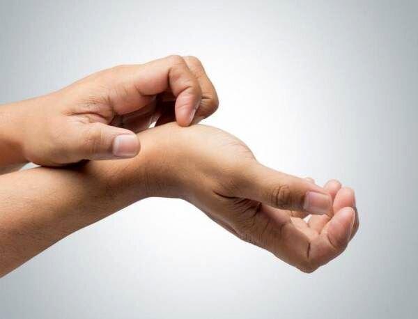 ارتباط خارش کفدست با به دستآوردن و از دستدادن پول | دلایل خارش کف دست چیست + پیشگیری و درمان