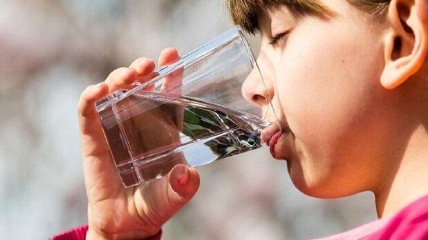 بدن انسان در روز چند لیتر آب نیاز دارد؟