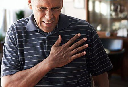 علائم و نشانه های درد قفسه سینه + درمان خانگی