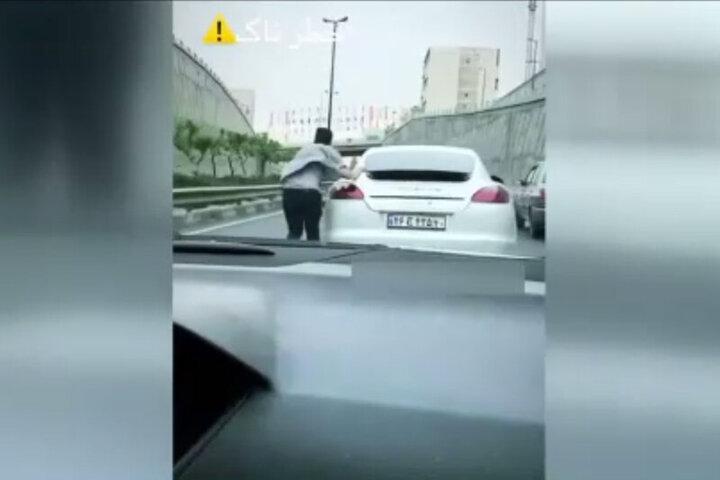حرکت عجیب و خطرناک یک شهروند تهرانی در بزرگراه / فیلم