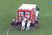 هل دادن آمبولانس خراب ورزشگاه در جریان مسابقه فوتبال با دوبله جواد خواجوی / فیلم