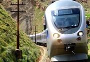 لحظه نفسگیر نجات کودک از زیر قطار / فیلم