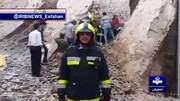 صحنه نجات دو مرد مدفون شده زیر آوار در اصفهان / فیلم