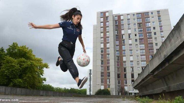 مهارت بالای دو دختر در حرکات پا به توپ و دریبلزنی / فیلم