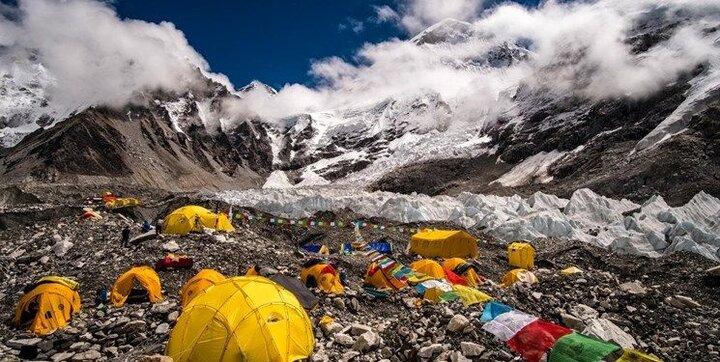 ابتلای یک کوهنورد به کرونا در راه صعود به اورست!