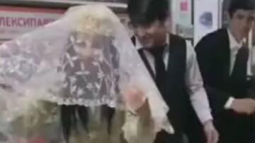 برگزاری جشن عروسی در مترو! /فیلم