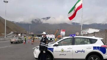 ماسک دودگرفته افسر دلسوز پلیس راه در حادثه آتش سوزی آزادراه پردیس /عکس