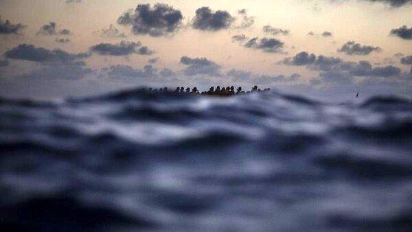 قایق مهاجران با ۱۳۰ سرنشین در نزدیکی لیبی واژگون شد