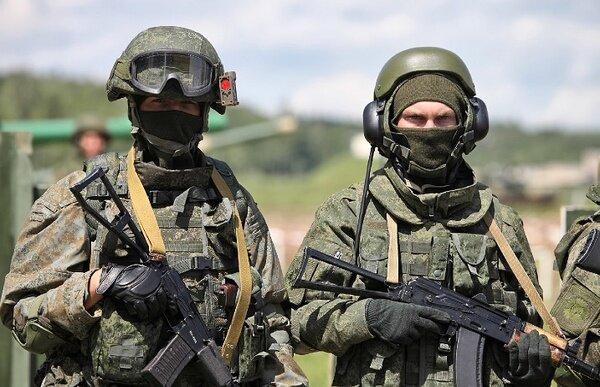 سربازان روسیه از مرز با اوکراین عقبنشینی میکنند