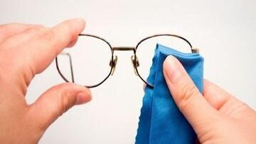 نحوه تمیز کردن شیشه عینک/ چه عینکهایی را نباید شست؟
