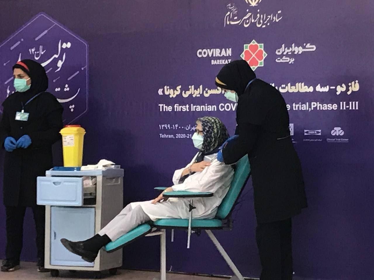 لحظه تزریق واکسن کرونای برکت به «مینو محرز» / عکس