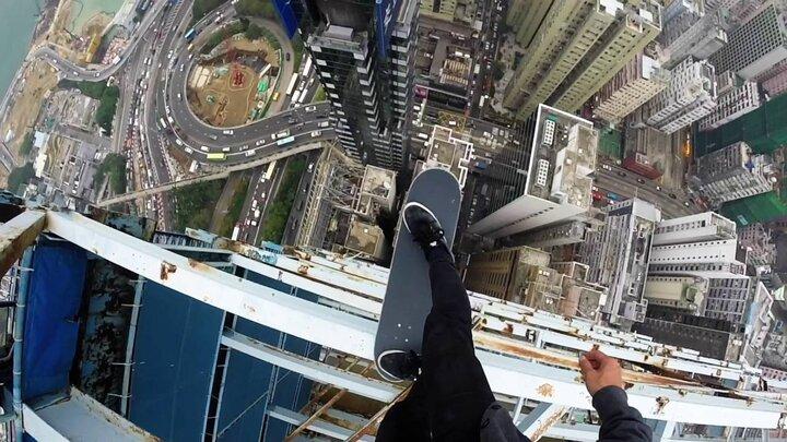 لحظات نفسگیر از انجام حرکات نمایشی ورزشکاران در ارتفاع / فیلم