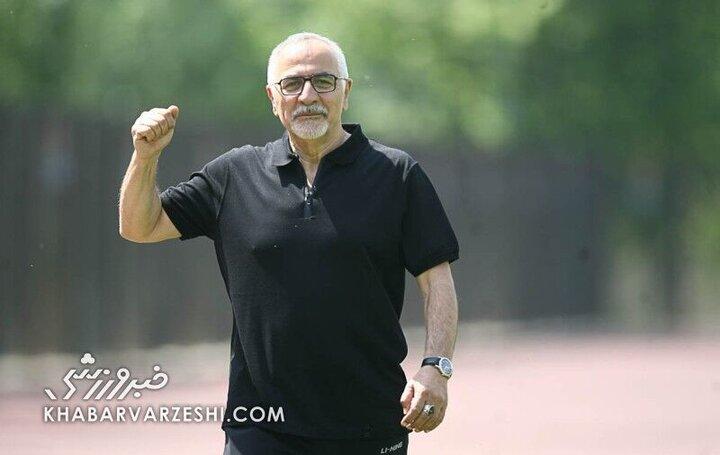 تصویری دیده نشده از ناصر حجازی در استخر هتل شرایتون