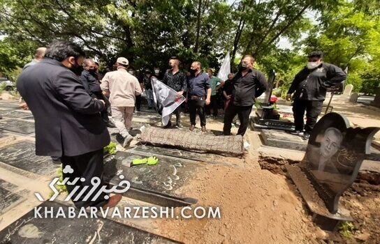 تصاویری از خاکسپاری اسطوره پرسپولیس/ اشک های علی پروین بر سر مزار مرحوم جاسمیان