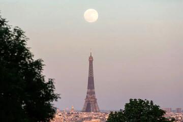 ماه صورتی را ببینید! / عکس