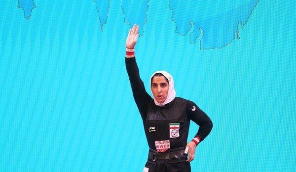 لحظه شکستن رکورد وزنهبرداری توسط بانوی ایرانی / فیلم