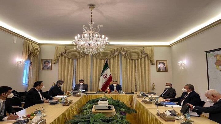 نشست سهجانبه روسای هیئتهای ایران، روسیه و چین در وین برگزار شد