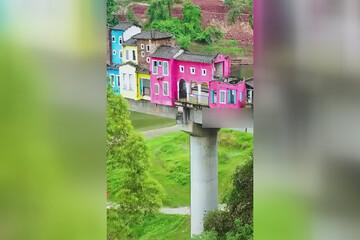 ساخت خانههای عجیب و غریب بر روی یک پل / فیلم