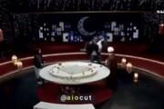 جلو بازو زدن پیشکسوت بدنسازی با استفاده از مجری تلویزیون به جای وزنه / فیلم