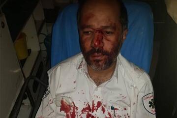 مصدومیت مامور اورژانس توسط همسر بیمار در سعادت آباد/ فیلم