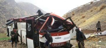 سقوط هولناک مینیبوس به دره در جاده ساری / حال دو نفر وخیم است