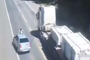 تصادف وحشتناک خودرو سواری و موتور به دلیل سبقت غیرمجاز / فیلم