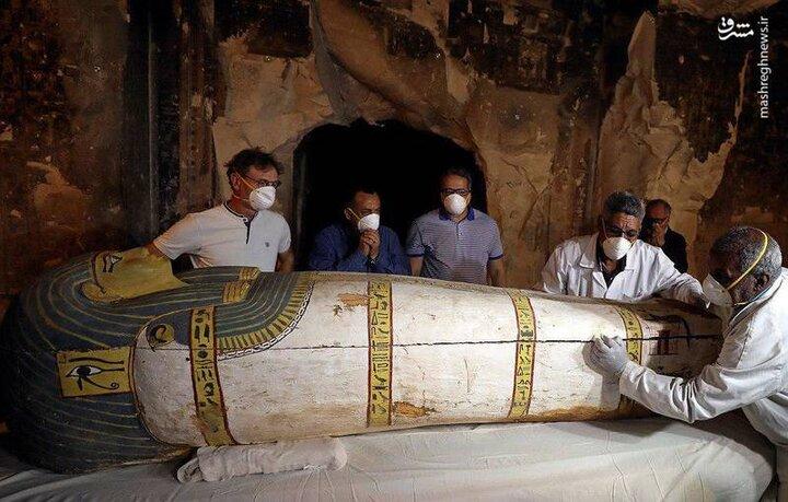 لحظه باز کردن درب تابوت ۲۶۰۰ساله / فیلم