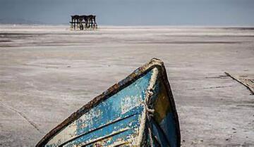 دریاچه ارومیه هر روز آب میرود
