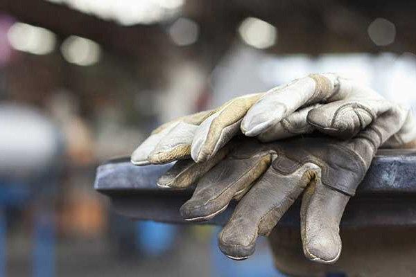 تمام کارگران و کارکنان مشمول قانون کار امروز تعطیل هستند
